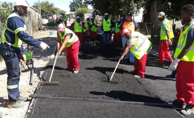 Upgrading gravel roads in Franschhoek using labour intensive asphalt